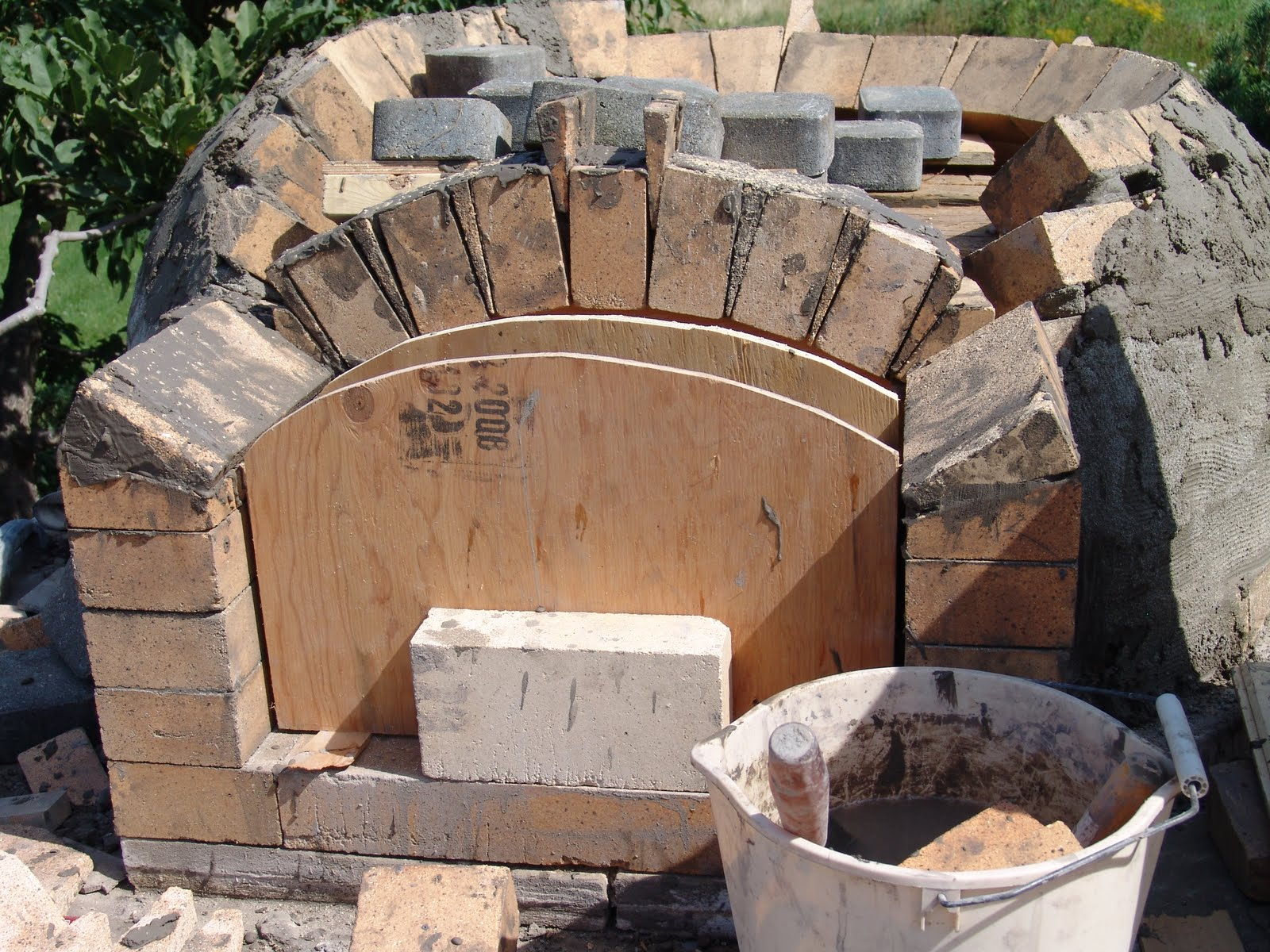 Using Castable Refractory Cement Between Bricks? - DIY Pizza Oven Forum